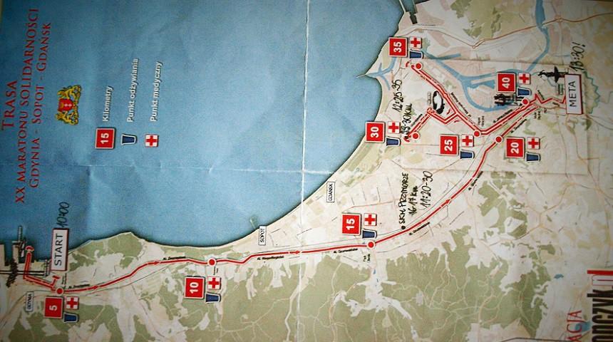 """Mapa z naniesionymi punktami """"żywienia"""" - do 30. kilometra wszystko szło zgodnie z planem."""